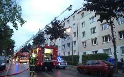 Blitz schlägt in Dachstuhl ein und setzt ihn in Brand: Unwetter beschäftigen Sachsen und Feuerwehren