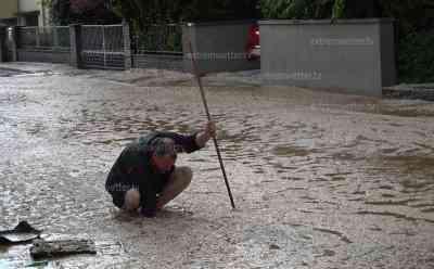 Extremes Unwetter in Hessen – Schweres Hagelunwetter und Sturzflut lässt den Ort Lieblos absaufen – Tischtennisballgroßer Hagel - Feuerwehren im Dauereinsatz – Feuerwehr und Anwohner im Interview: