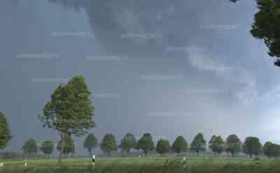Unwetter Mitteldeutschland: Superzelle im Zeitraffer, rotierende Wolken, spektakulärer Aufzug, Sturmschäden auf Landstraße: Beeindruckender Unwetteraufzug bei Alfeld (Leine), Angebot wird später aktualisiert