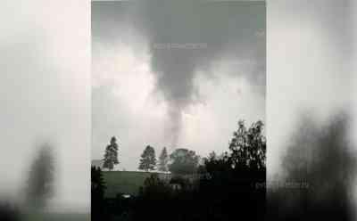 (Tornado, leicht) Tornado im Erzgebirge: Tornadorüssel fegt über Mulda hinweg, beeindruckendes Handyvideo vom Tornado: Schäden bekannt, Reporter vor Ort, News ID wird aktualisiert