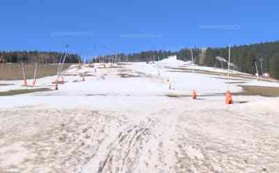 Corona – Skigebiet geschlossen: Sachsens größtes Skigebiet wurde auf Grund von Corona geschlossen, Geisterstadt Oberwiesenthal, anstatt Skispaß nun kein einziger Wintersportler mehr: Rene Lötzsch im Interview zur Schließung, Schwebebahn stellt ebenfalls Betrieb ein, alle Parkplätze am Fichtelberg trotz Kaiserwetter leer