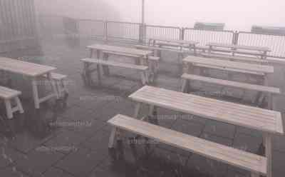"""Dicker Schneefall auf der Zugspitze: Kaltfront vertreibt den Sommer, nach Sommerwetter am Freitag nun fast Winter auf der Zugspitze, dicke Schneeflocken bei um die 0 °C: Wanderer berichten von ihrem """"Wintererlebnis"""" im Sommer auf der Zugspitze"""