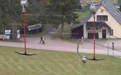 """Corona – Skisaison wird trotz Corona vorbereitet: Sorge vor längerem Lock Down: """"Wenn das Weihnachtsgeschäft wegbricht, sind 1/3 des Umsatzes futsch"""", Betreiber will Maskenmuffel aus Skigebiet schmeißen (on tape): Intensive Vorbereitungen für Wintersaison laufen, Revision an Fichtelberg Schwebebahn und Liften, Ende November will man trotz Lock Down bei günstigen Temperaturen beschneien, Exklusives Interview mit Betreiber der FSB"""