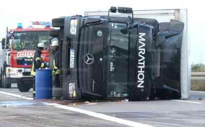 Orkan wirft LKW um, A 14 mehrere Stunden voll gesperrt, hunderte Liter Diesel ausgelaufen: Polizei hatte Mühen durch Orkan, extrem hohes Einsatzaufkommen