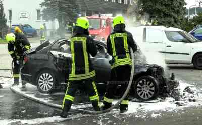 PKW Brand B 174: Erneuter PKW Brand an der B 174 bei Zschopau, Mercedes fängt auf Hotelparkplatz direkt an der B 174 Feuer, PKW brennt komplett aus: Erst am Freitag Traktorbrand auf der B 174 bei Zschopau, Brandursache vermutlich technischer Defekt