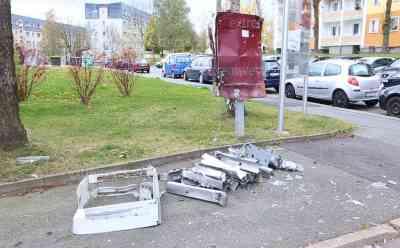 Zigarettenautomat gesprengt, riesiger Knall mitten in der Nacht: völlig zertrümmerter Automat im Wohngebiet, Polizei sucht Zeugen