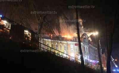 Großbrand im Erzgebirge: Brandstifter zündet ehemalige Fabrik an, 130 Kameraden kämpfen gegen Großbrand: Brandserie in Annaberg-Buchholz, Flammenmeer über 150 lange Fabrik