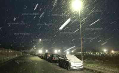 Starkschneefall in Hessen: Wintereinbruch bis ins Tiefland, Autobahn 4 glatt, Winterdienst im Dauerstress, Salzkammer werden befüllt: Schneematsch auf der A 4, Verkehr fließt schleppender als sonst, dicke Flocken in Friedewald