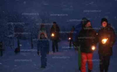 Eisige Kälte: Fackelwanderung bei - 10 °C, Wintersonnenuntergang auf dem Fichtelberg: Schnee und Eis verzaubern den Fichtelberg in Wintermärchen, weiterhin eisige Nächte